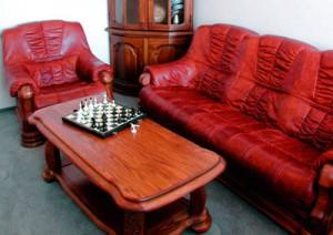 обивка диван+кресло кожей